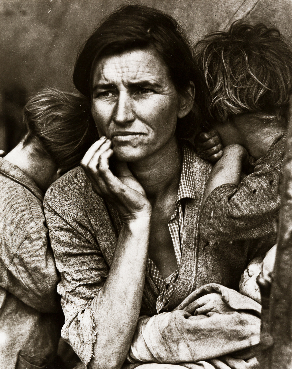 (DOROTHEA LANGE) (1895-1965) Migrant Mother.