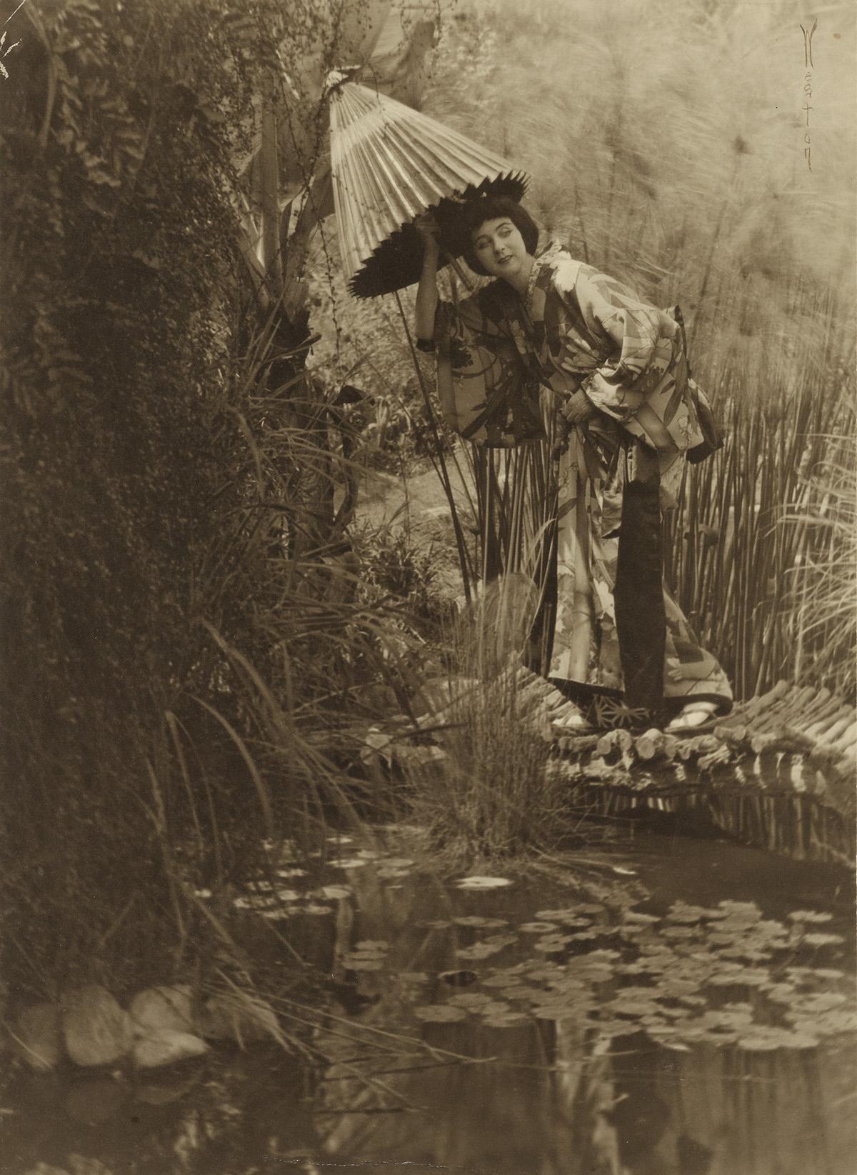 EDWARD-WESTON-(1886-1958)-Ruth-St-Denis-dressed-in-a-Japonai