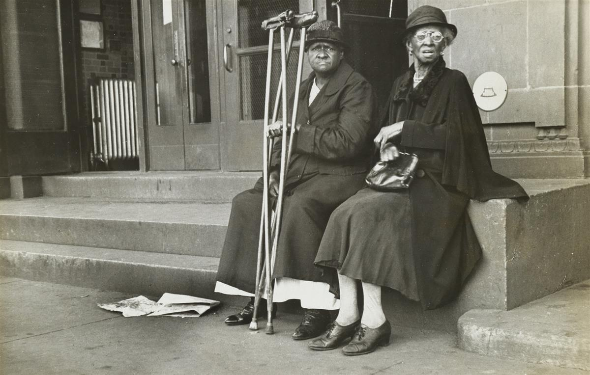 BEN-SHAHN-(1898-1969)-Waiting-outside-clinic-City-Hospital