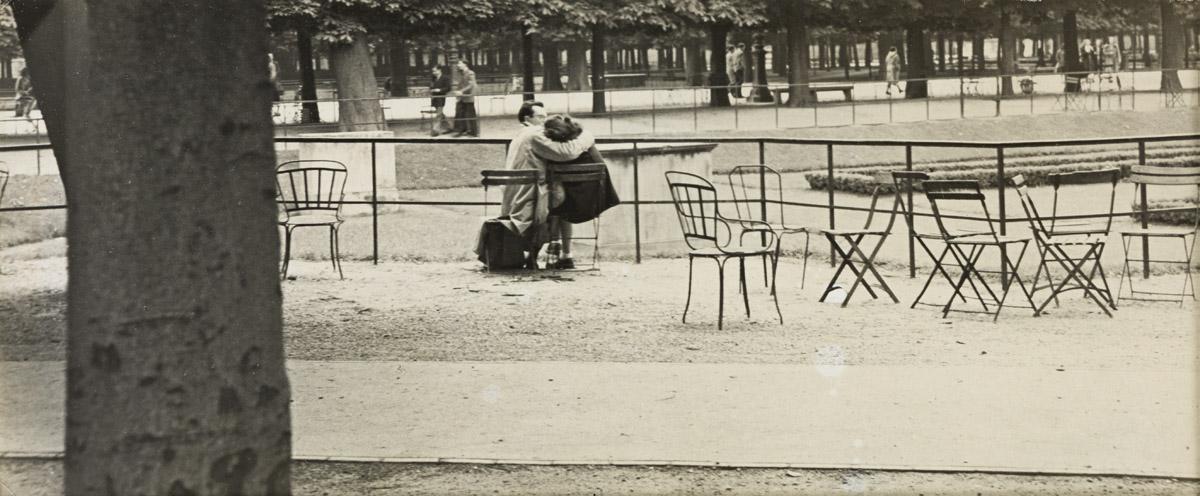 ROBERT FRANK (1924-2019) Paris (Lovers on a Bench).