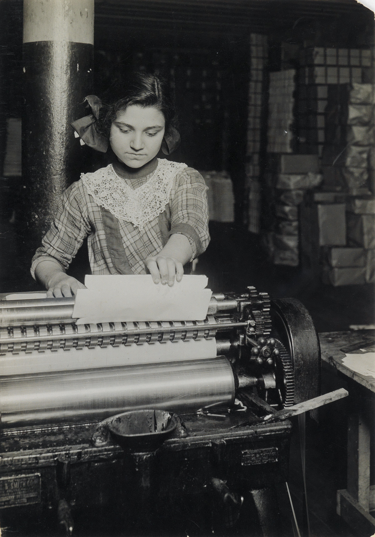 LEWIS-W-HINE-(1874-1940)-Young-worker-in-paper-box-factory-N