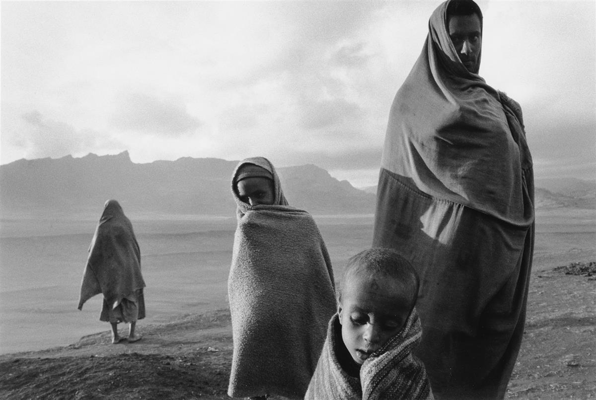 SEBASTIÃO-SALGADO-(1944--)-Refugees-at-the-Korem-Camp-Ethiop