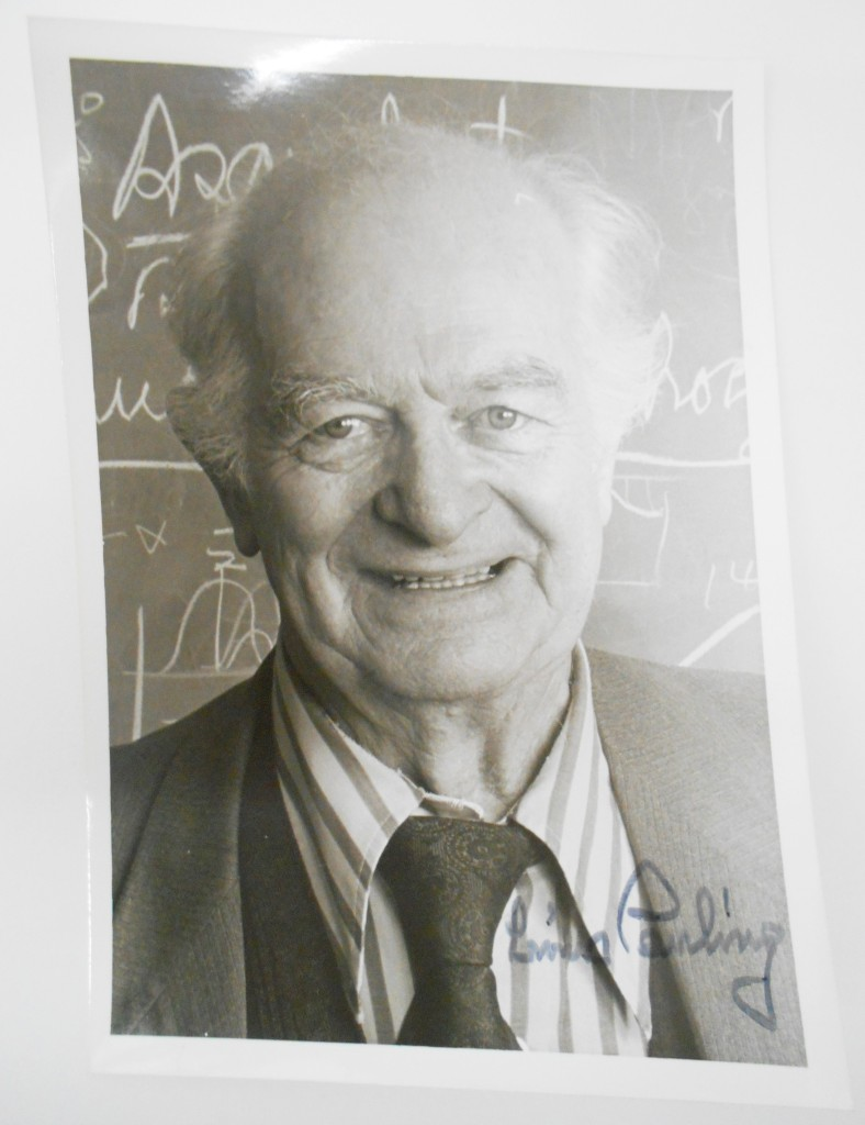 (SCIENTISTS)-PAULING-LINUS-Three-items-each-Signed-Two-Photo