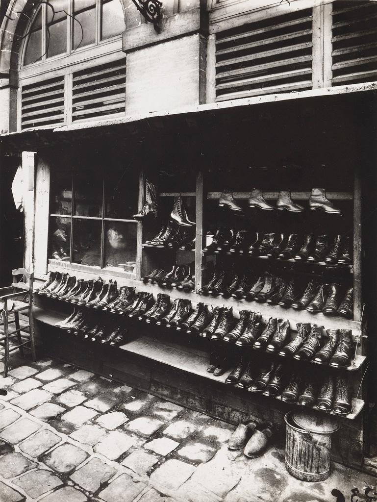 EUGÈNE ATGET (1857-1927)/BERENICE ABBOTT (1898-1991) Etal des Chassures au Marché des Carmes, Place Maubert [Stall of Shoes at the Marc