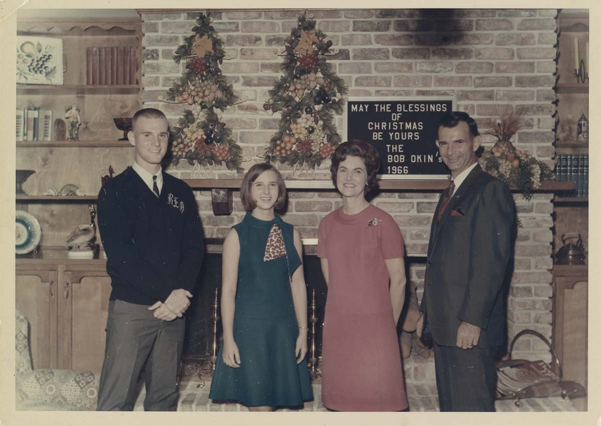 (CHRISTMAS-TRADITION)-A-series-of-24-photographs-following-t