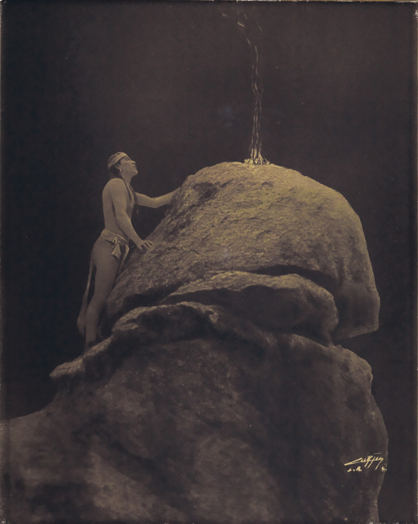 EDWARD-S-CURTIS-(1868-1952)-Signal-Fire-to-the-Mountain-God