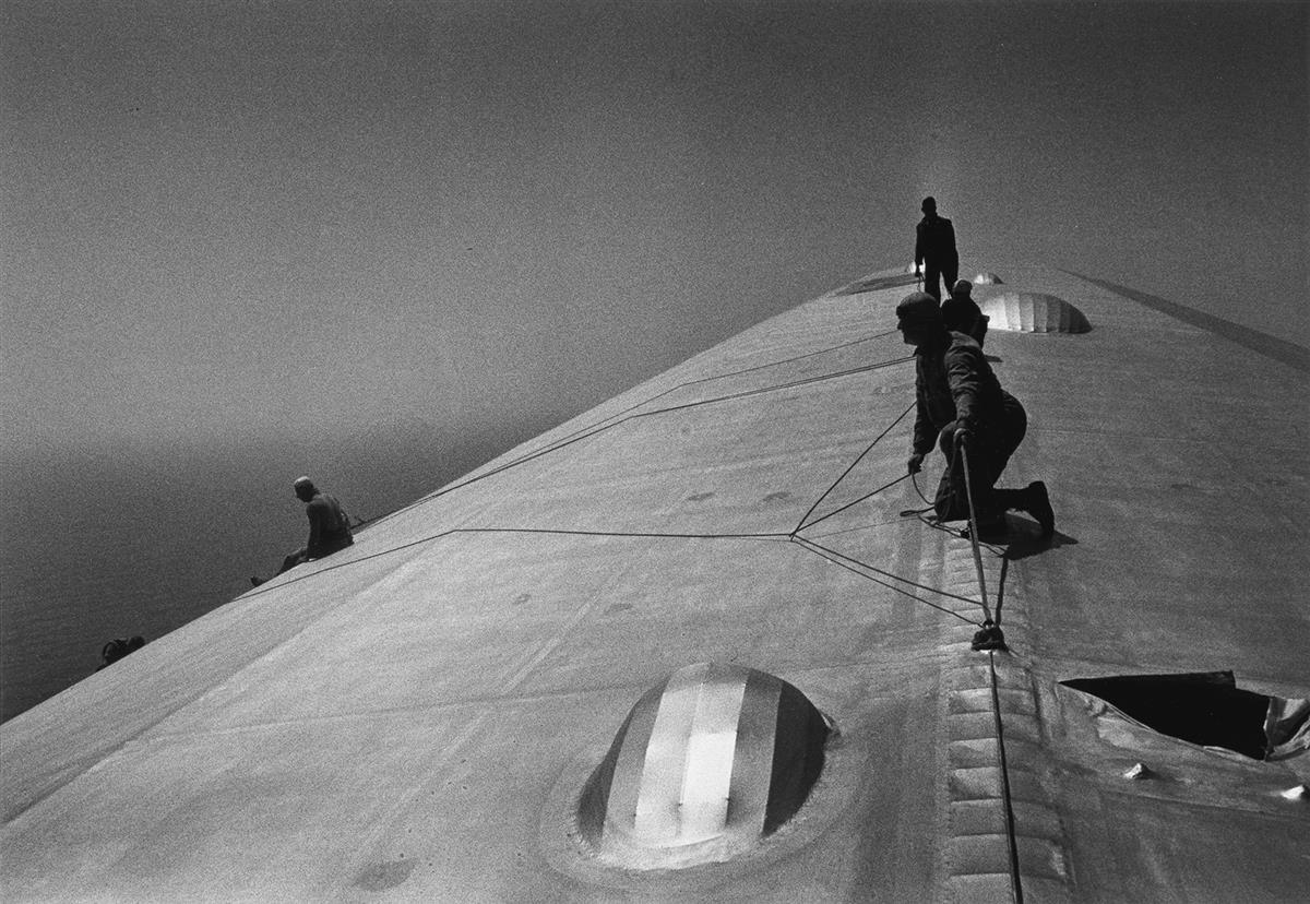ALFRED-EISENSTAEDT-(1898-1995)-Repairing-the-Hull-of-the-Gra