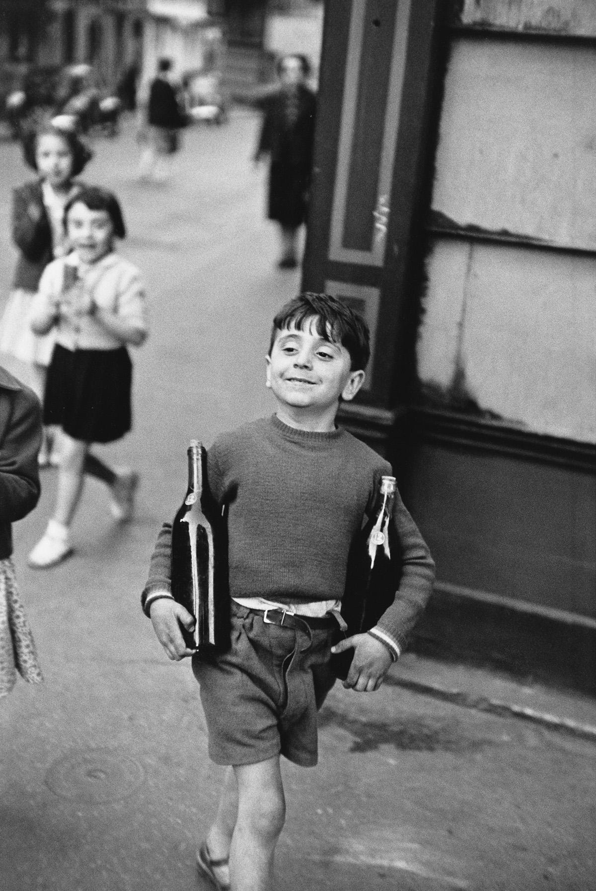 HENRI CARTIER-BRESSON (1908-2004) Rue Mouffetard.