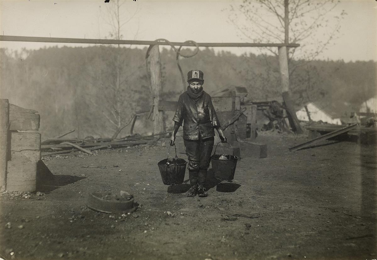 LEWIS-W-HINE-(1874-1940)-Greaser-in-a-coal-mine-Bessie-Mine-