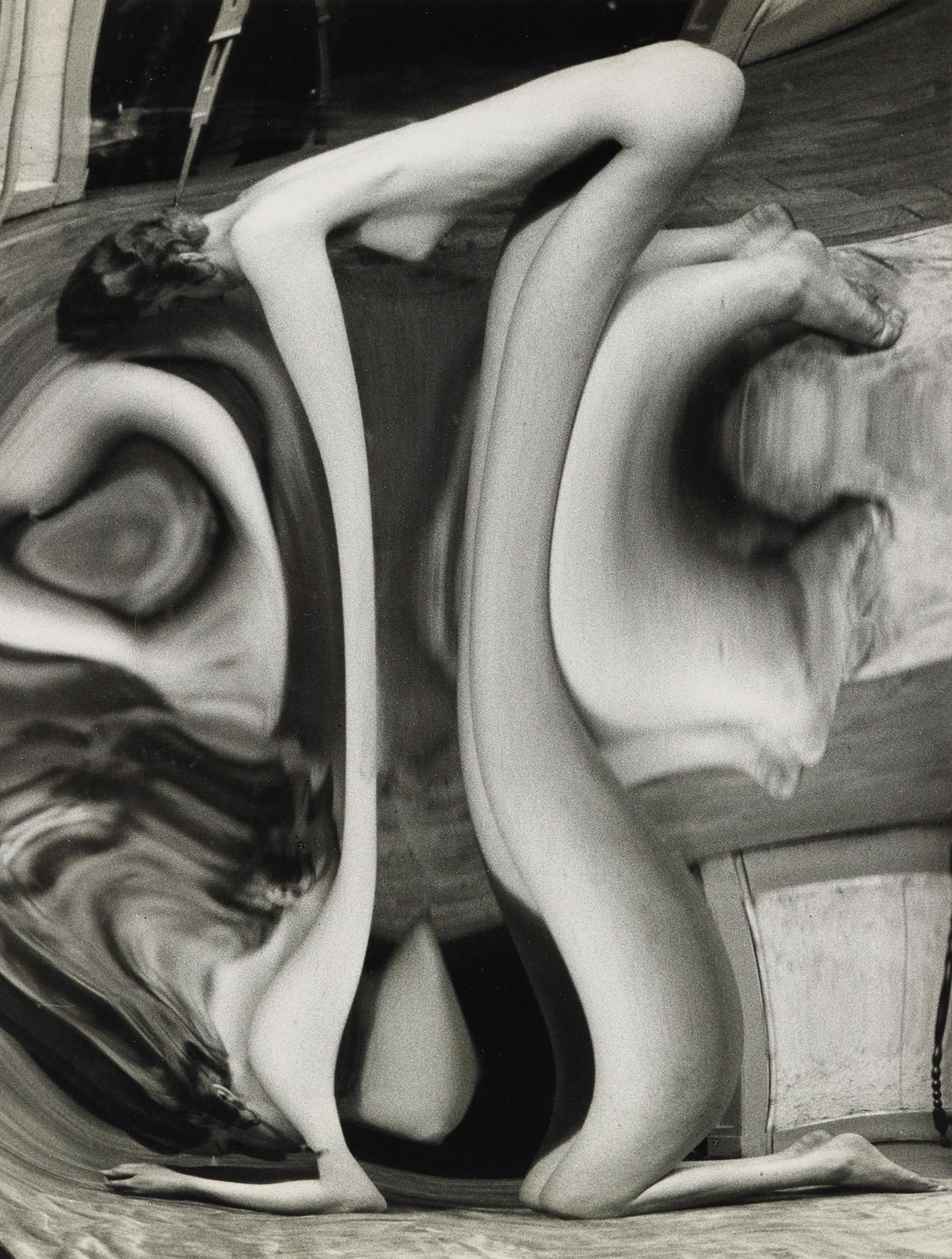 ANDRÉ KERTÉSZ (1894-1985) Distortion #128.