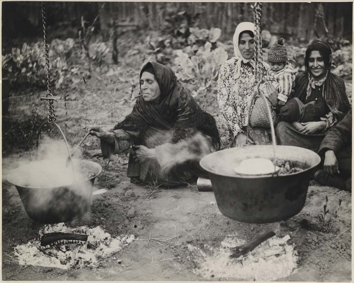 (GYPSIES)-Group-of-28-rare-and-remarkable-photographs-of-gyp