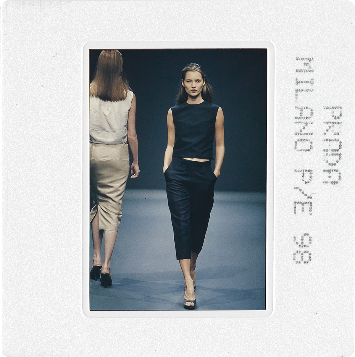 (FASHION)-Two-binders-with-a-total-of-more-than-330-color-sl