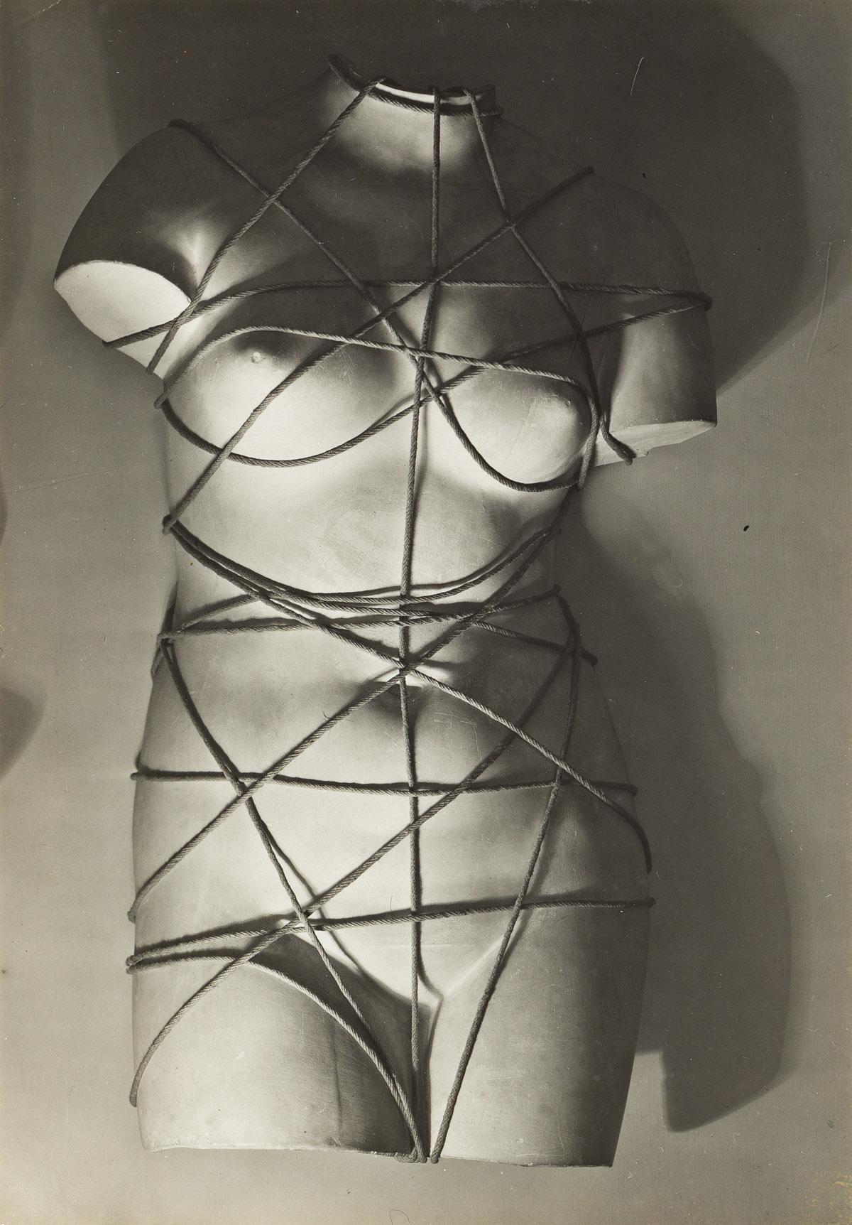 MAN RAY (1890-1976) Venus Restaurée.