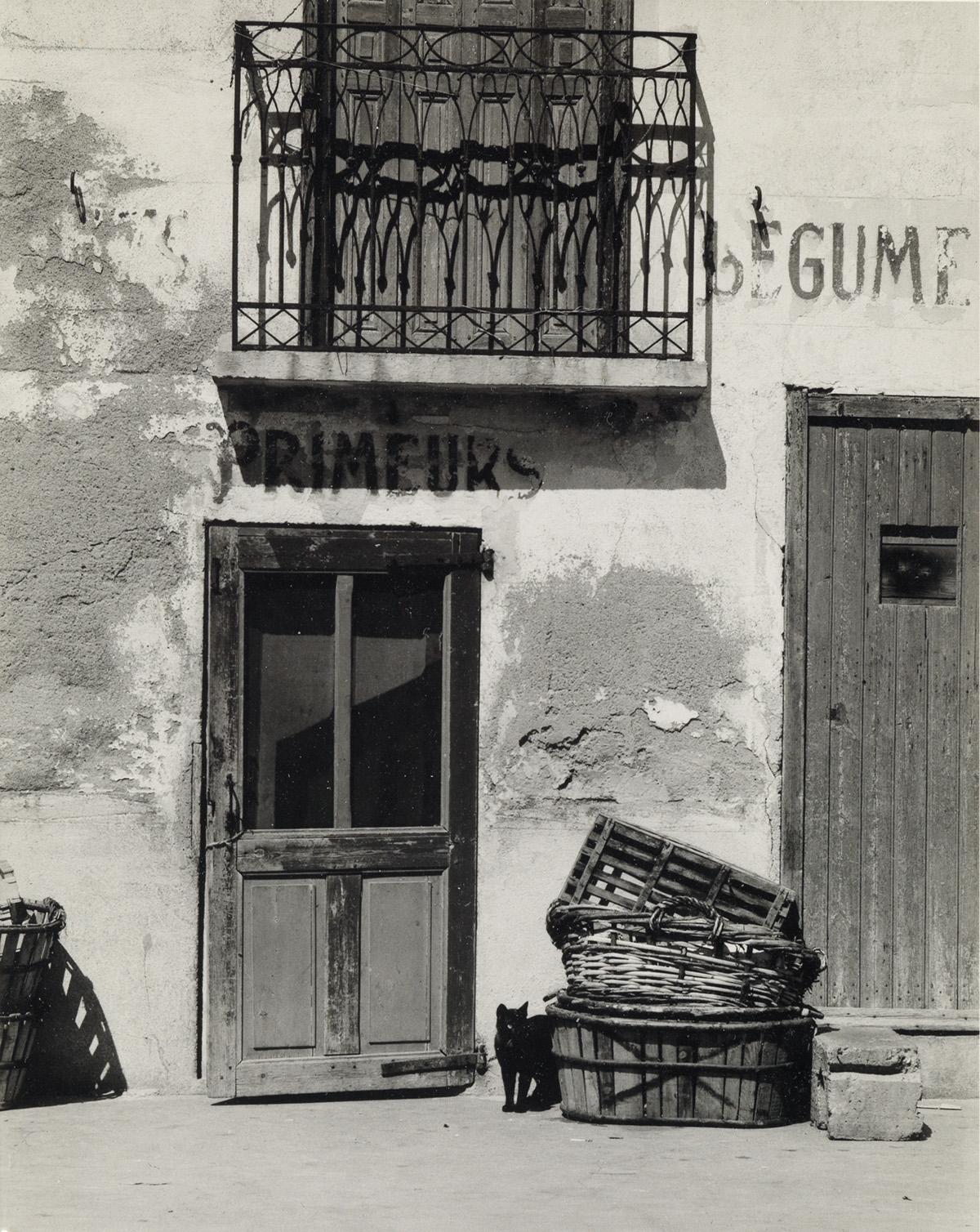 PAUL-STRAND-(1890-1976)-Shop-Le-Bacares-Pyrénées-Orientales-