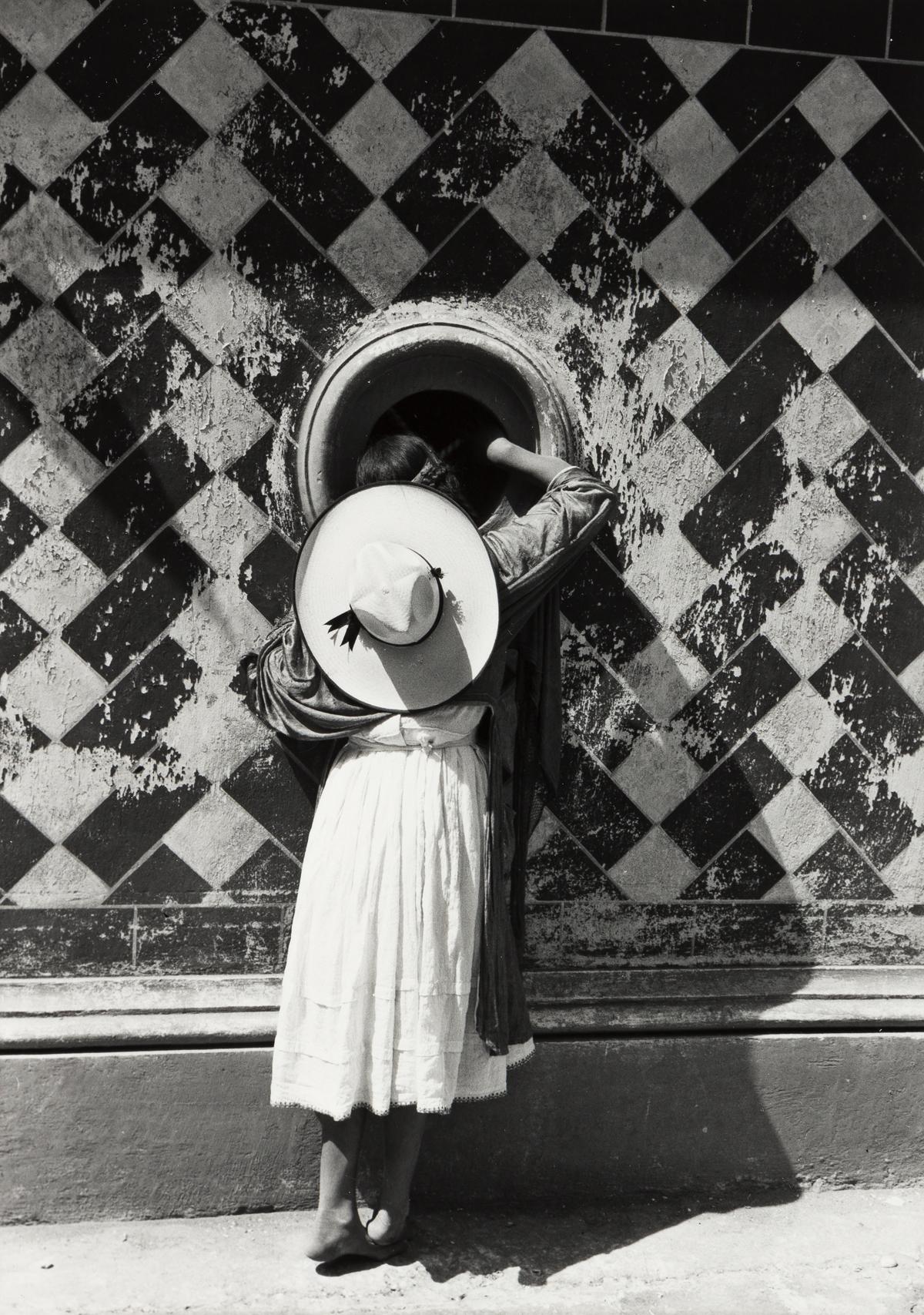 MANUEL ÁLVAREZ BRAVO (1902-2002) La Hija de los Danzantes [The Daughter of the Dancers].