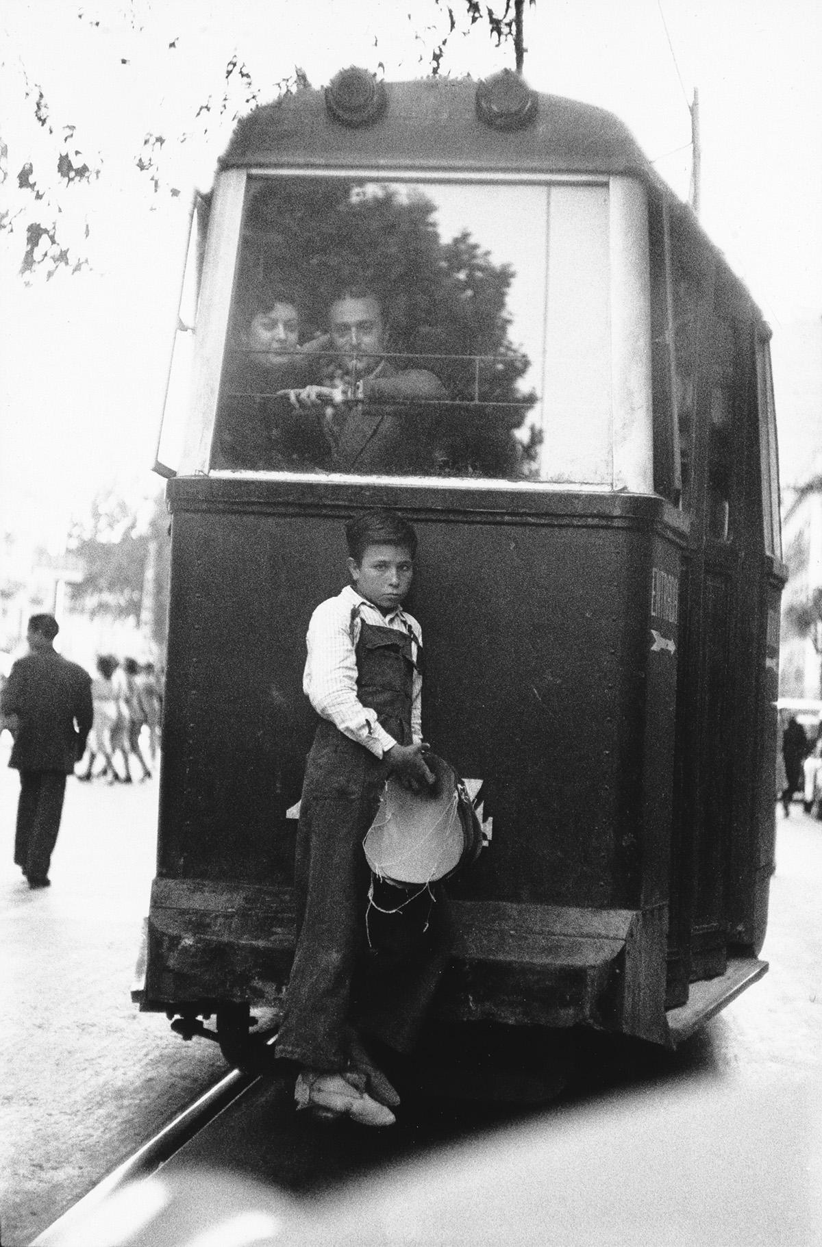 ELLIOTT-ERWITT-(1928--)-Barcelona-Spain