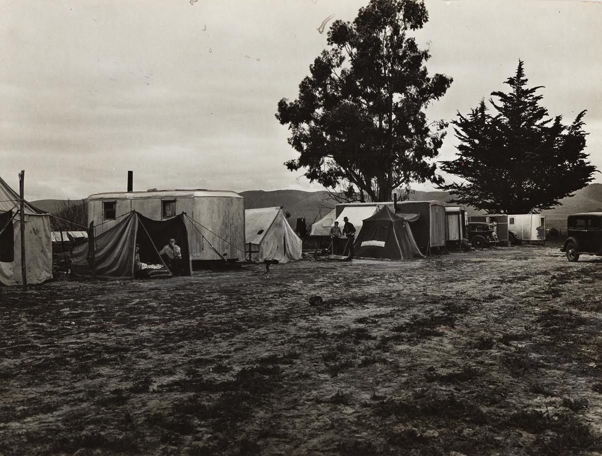 DOROTHEA LANGE (1895-1965) String of Five Housecars.