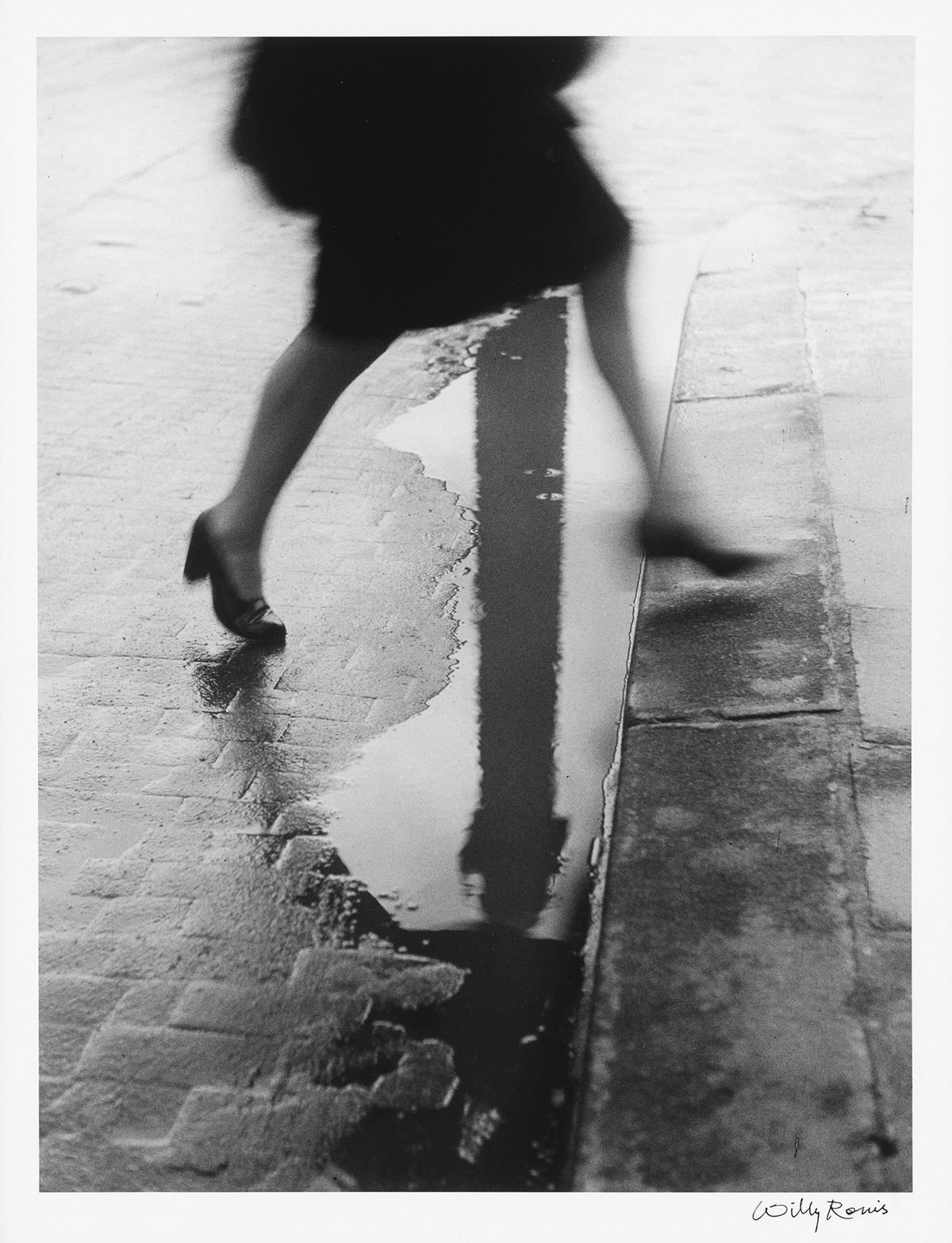 WILLY-RONIS-(1910-2009)-Pluie-Place-Vendôme
