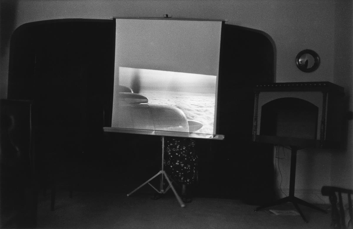 JOEL-MEYEROWITZ-(1938--)-New-Jersey-(home-movie-screen-in-li