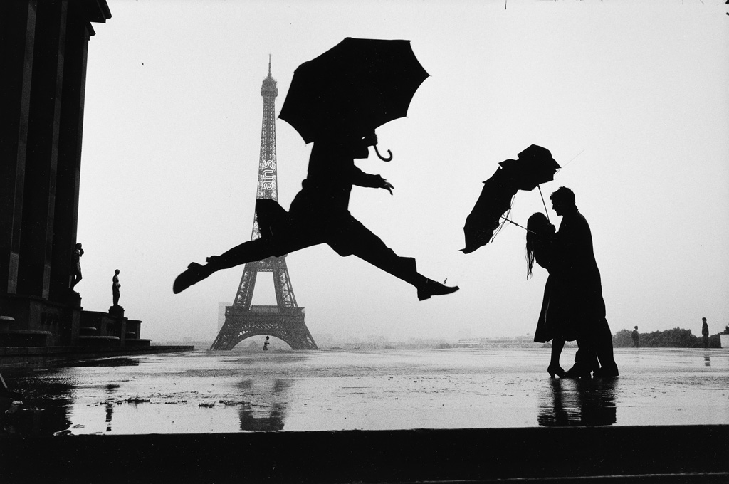ELLIOTT ERWITT (1928- ) Paris.