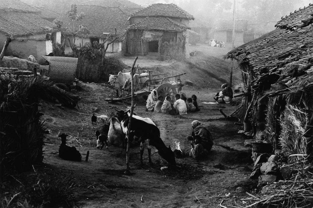 EDOUARD-BOUBAT-(1923-1999)-Le-Village-India