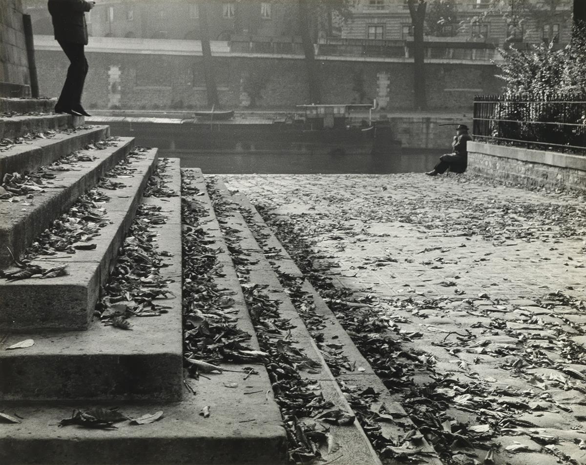 ANDRÉ-KERTÉSZ-(1894-1985)-Paris