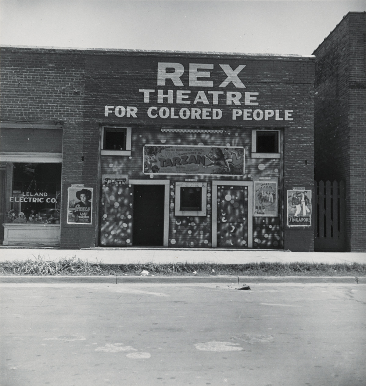 DOROTHEA-LANGE-(1895-1965)-Rex-Theatre-for-Colored-People-Le