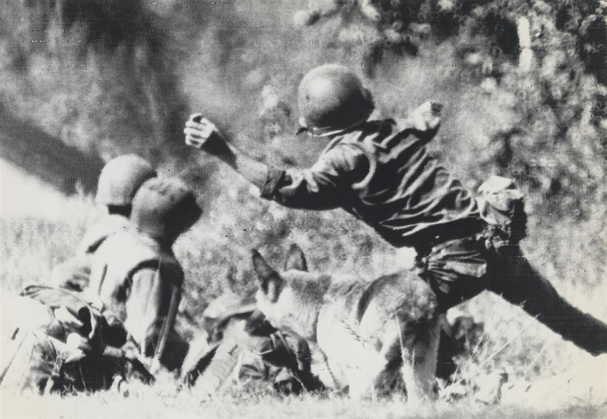 (VIETNAM-WAR)-Approx-50-photos-with-many-depicting-ground-an