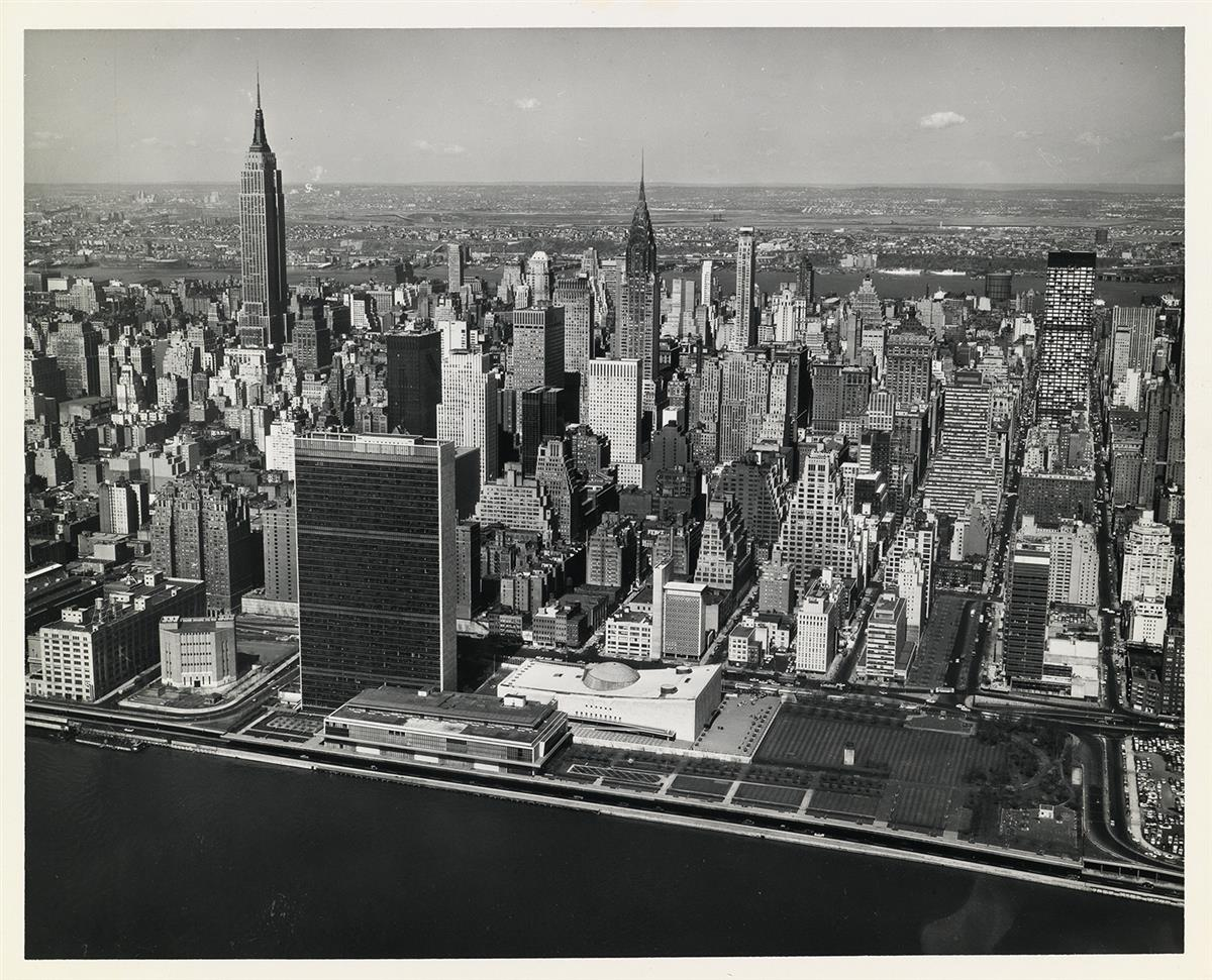(NEW-YORK--AERIAL-VIEWS)-A-selection-of-40-spectacular-photo