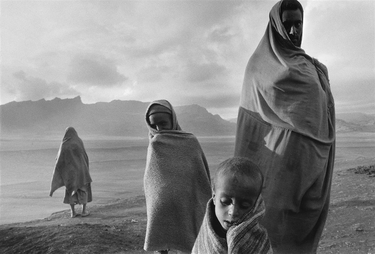 SEBASTIÄO-SALGADO-(1944--)-Korem-Camp-Ethiopia