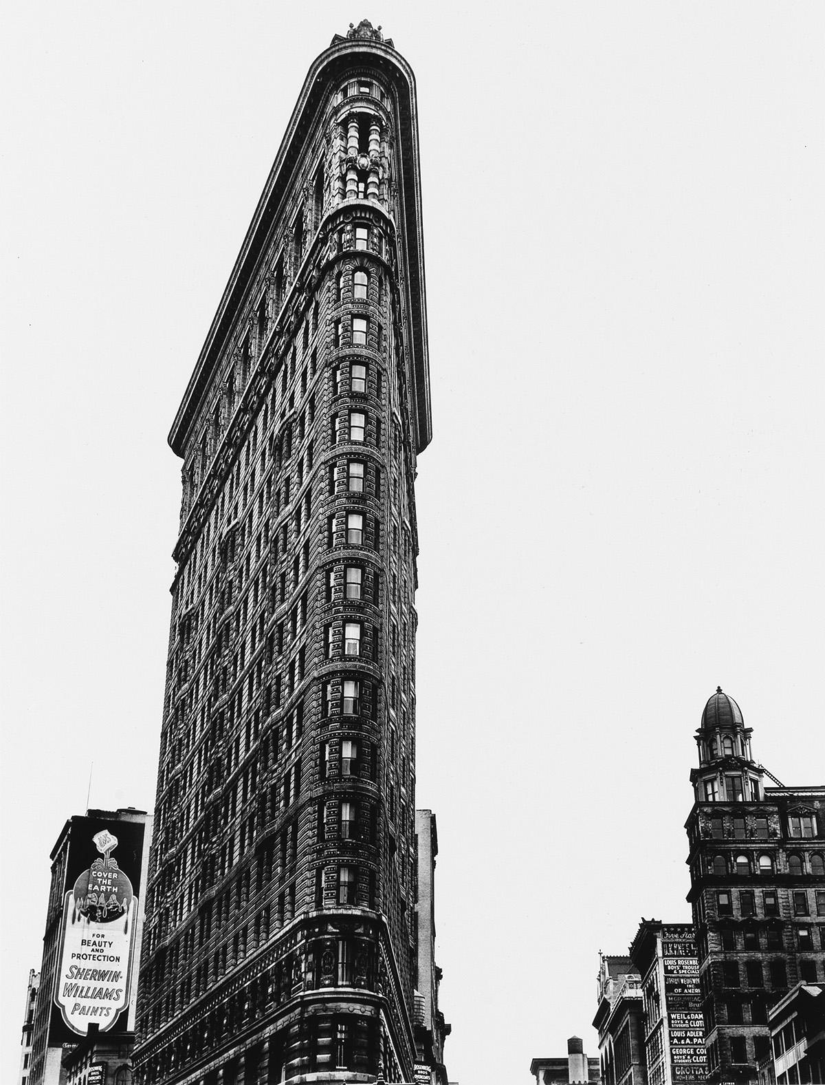 BERENICE-ABBOTT-(1898-1991)-Flatiron-Building-New-York