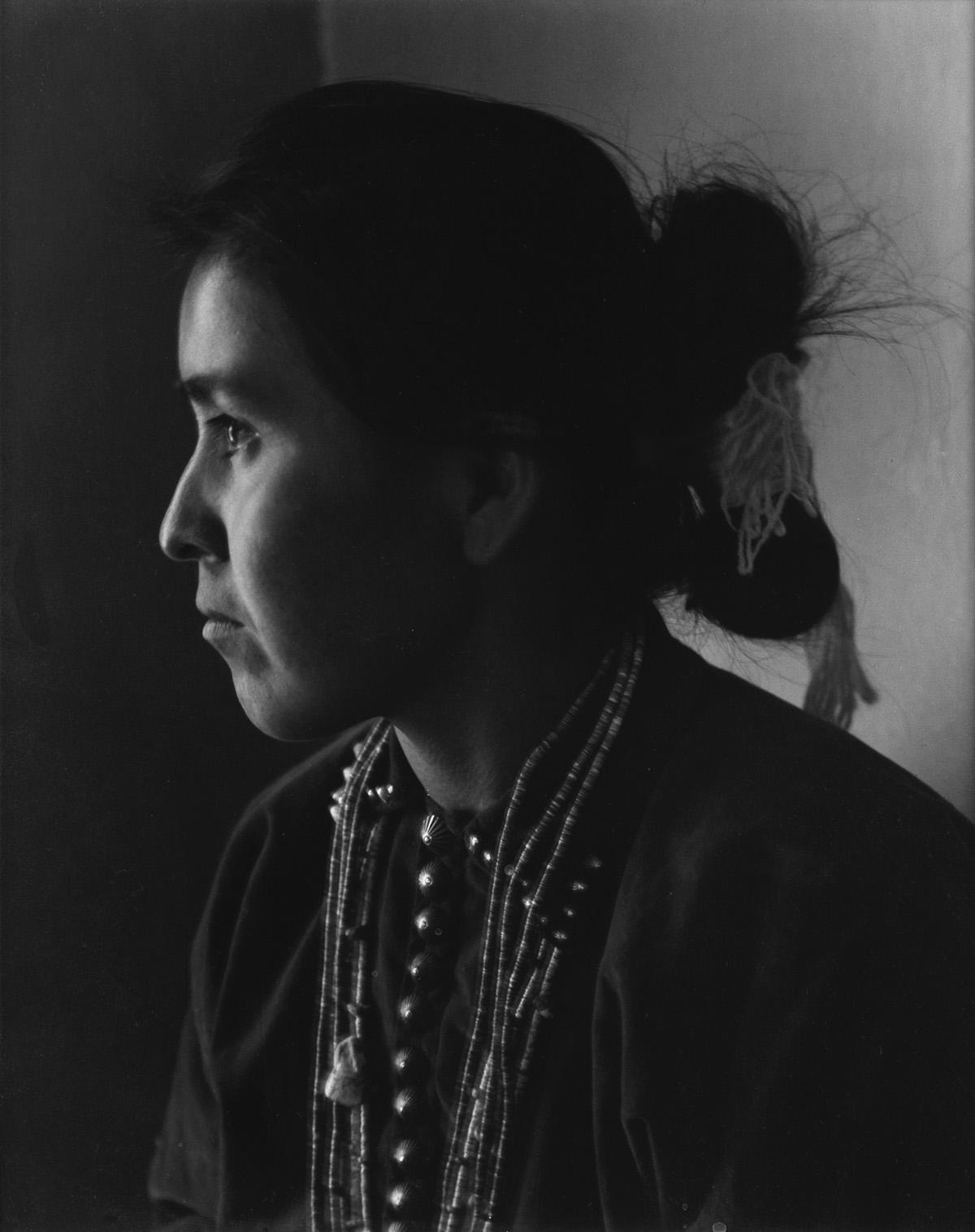 LAURA-GILPIN-(1891-1979)-Navaho-Portrait-(Ethel-Kellywood)