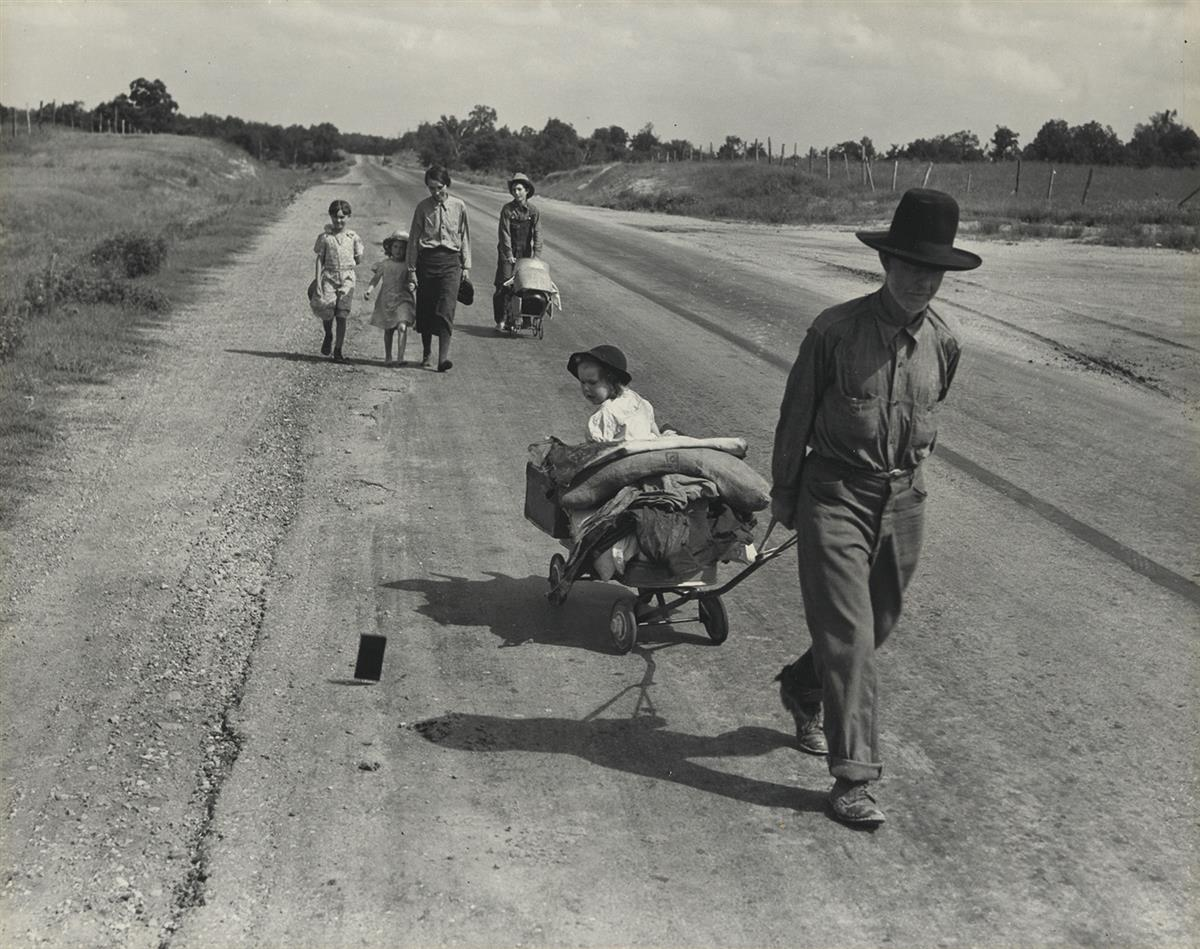 DOROTHEA-LANGE-(1895-1965)-Family-walking-on-highway-five-ch