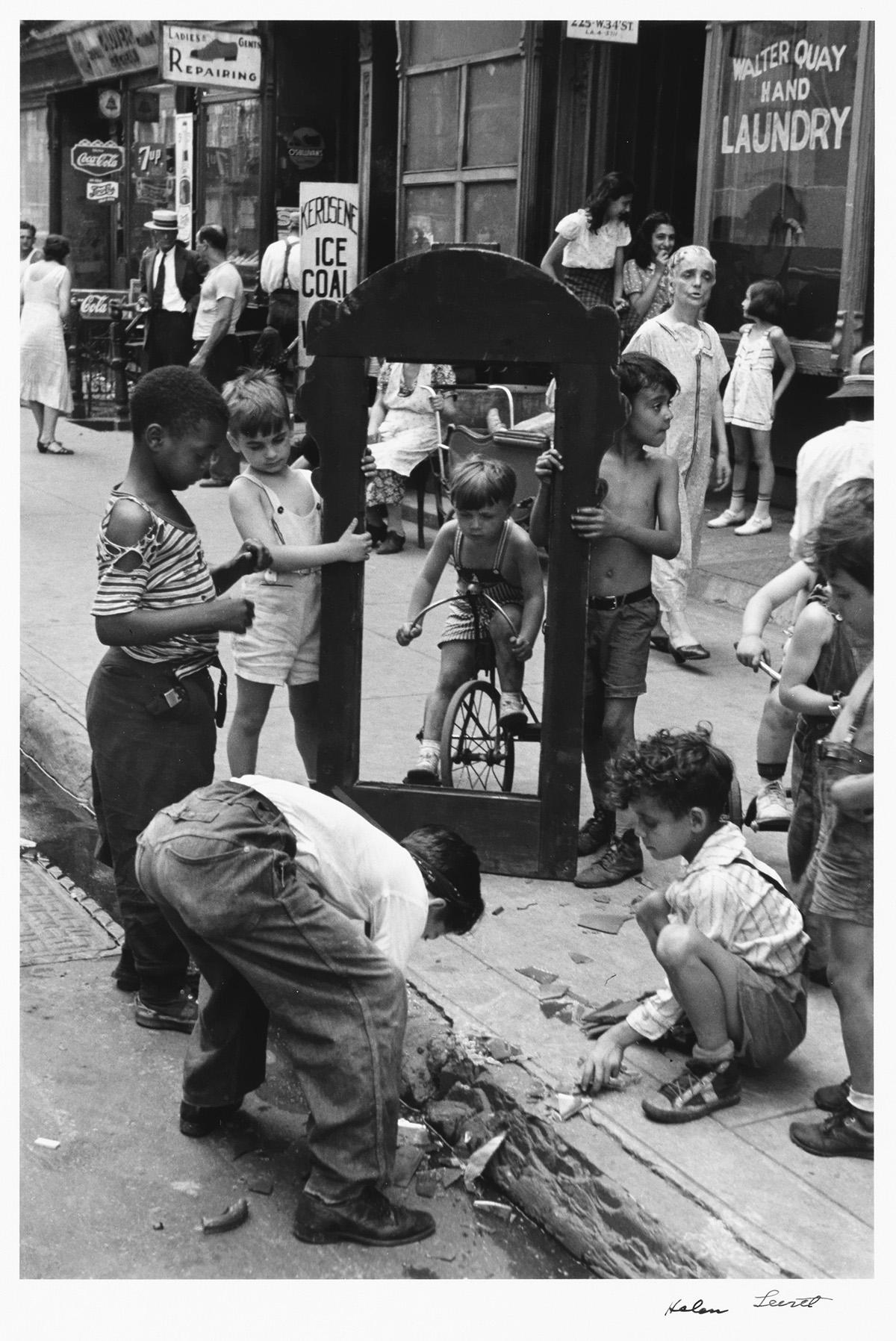 HELEN LEVITT (1913-2009) N.Y. (children with a broken mirror).