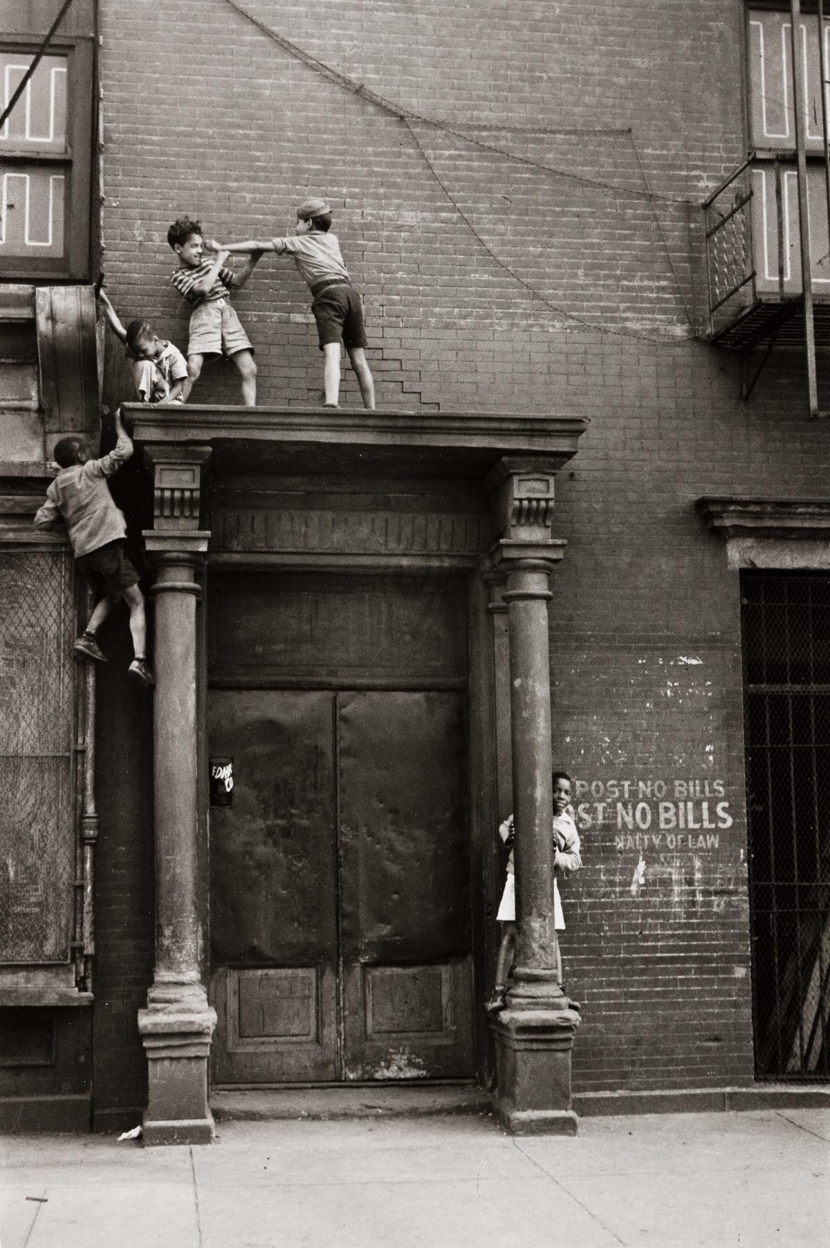 HELEN LEVITT (1913-2009) N.Y. (boys on a pediment).