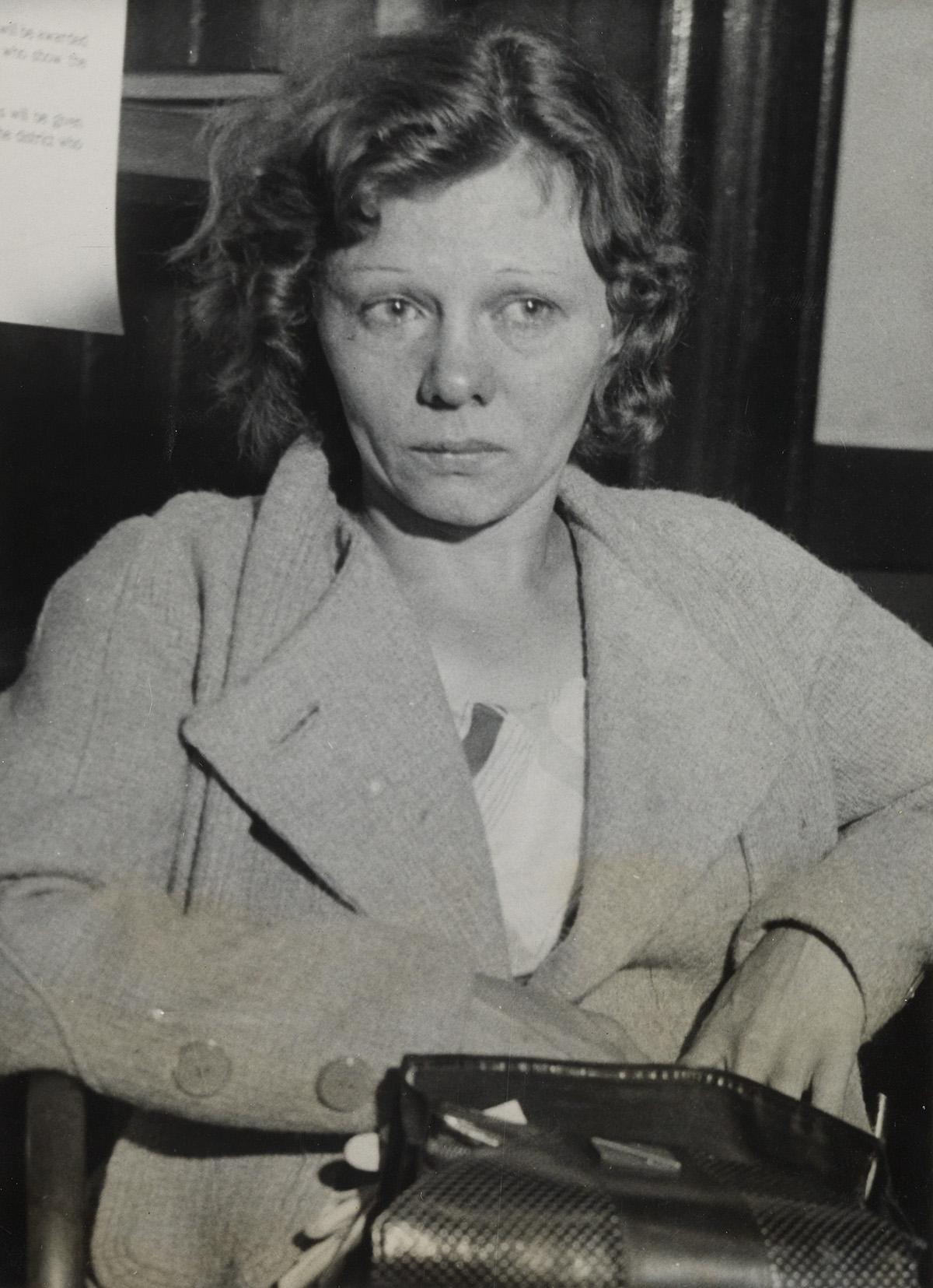 (CRIME--KICK-ASS-WOMEN)-Binder-containing-32-photographs-of-
