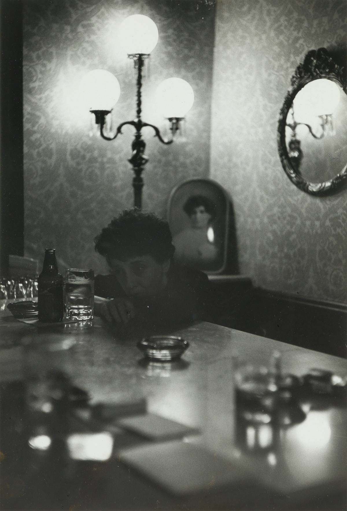 SAUL-LEITER-(1923-2013)-Woman-leaning-on-a-bar-with-a-drink