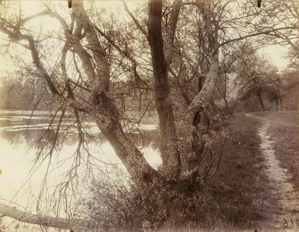 EUGÈNE ATGET (1857-1927) Étang--Ville DAvray.