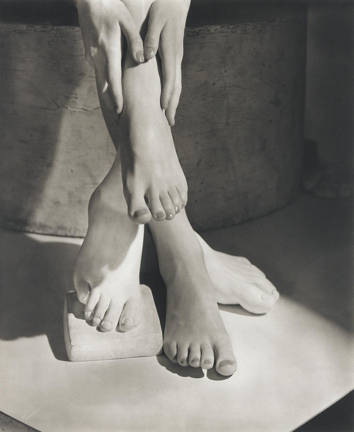 HORST P. HORST (1906-1999) Barefoot Beauty.