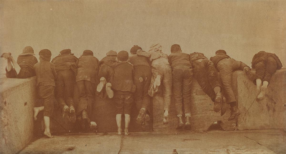 FRANK-MEADOW-SUTCLIFFE-(1853-1941)-Excitement