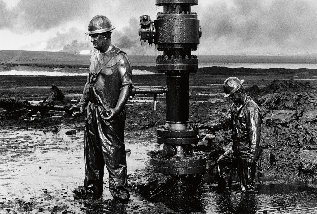 SEBASTIÃO SALGADO (1944- ) Kuwait Series, Greater Burhan Oil Field (capping well head).