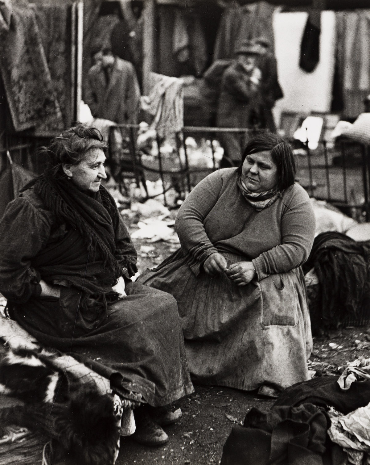 ANDRÉ KERTÉSZ (1894-1985) Two women talking in the flea market.