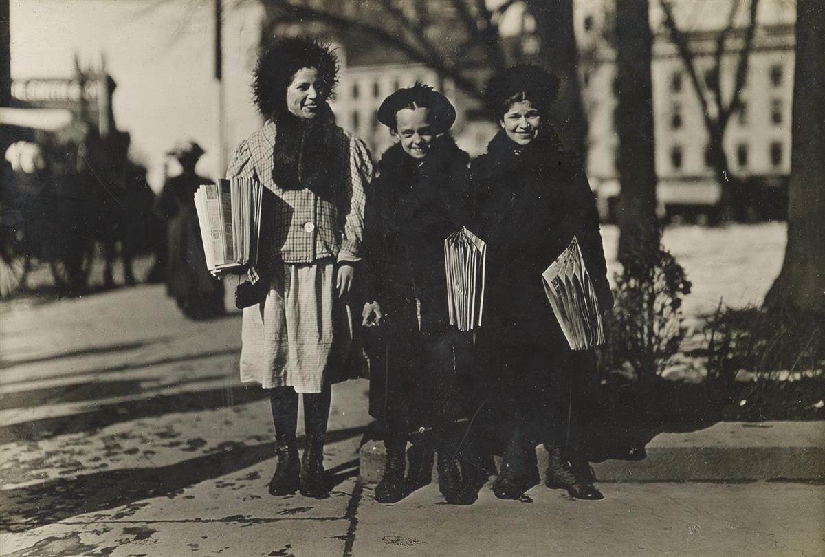 LEWIS-W-HINE-(1874-1940)-Newsgirls-Hartford-Conn