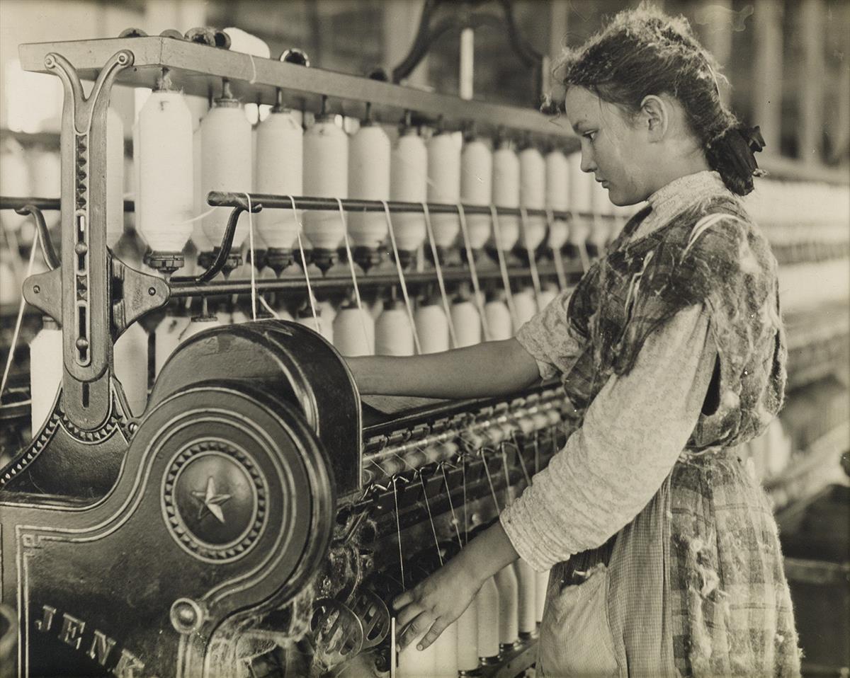 LEWIS-W-HINE-(1874-1940)-Adolescent-spinner-Carolina-cotton-