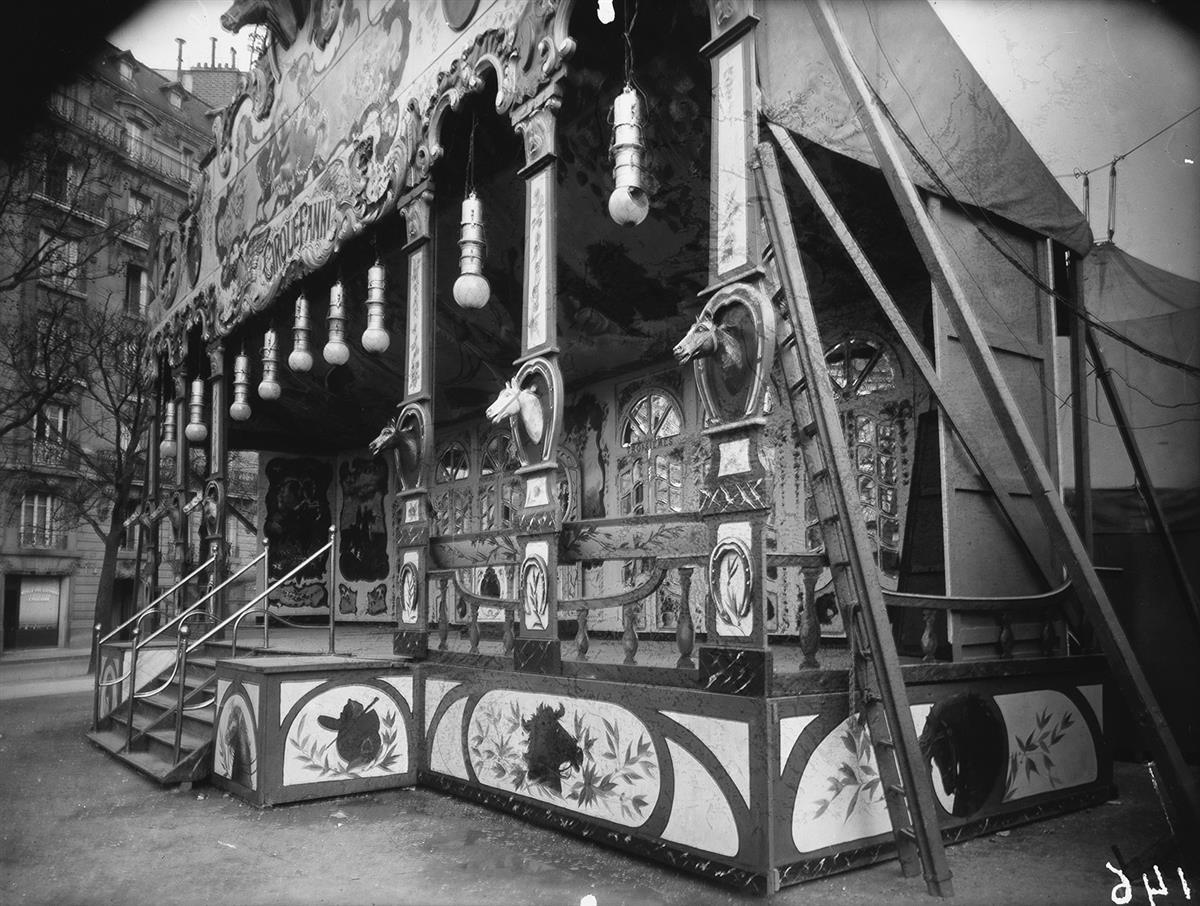 EUGÈNE ATGET (1857-1927)/BERENICE ABBOTT (1898-1991) Foire * Fête de Vaugirard.