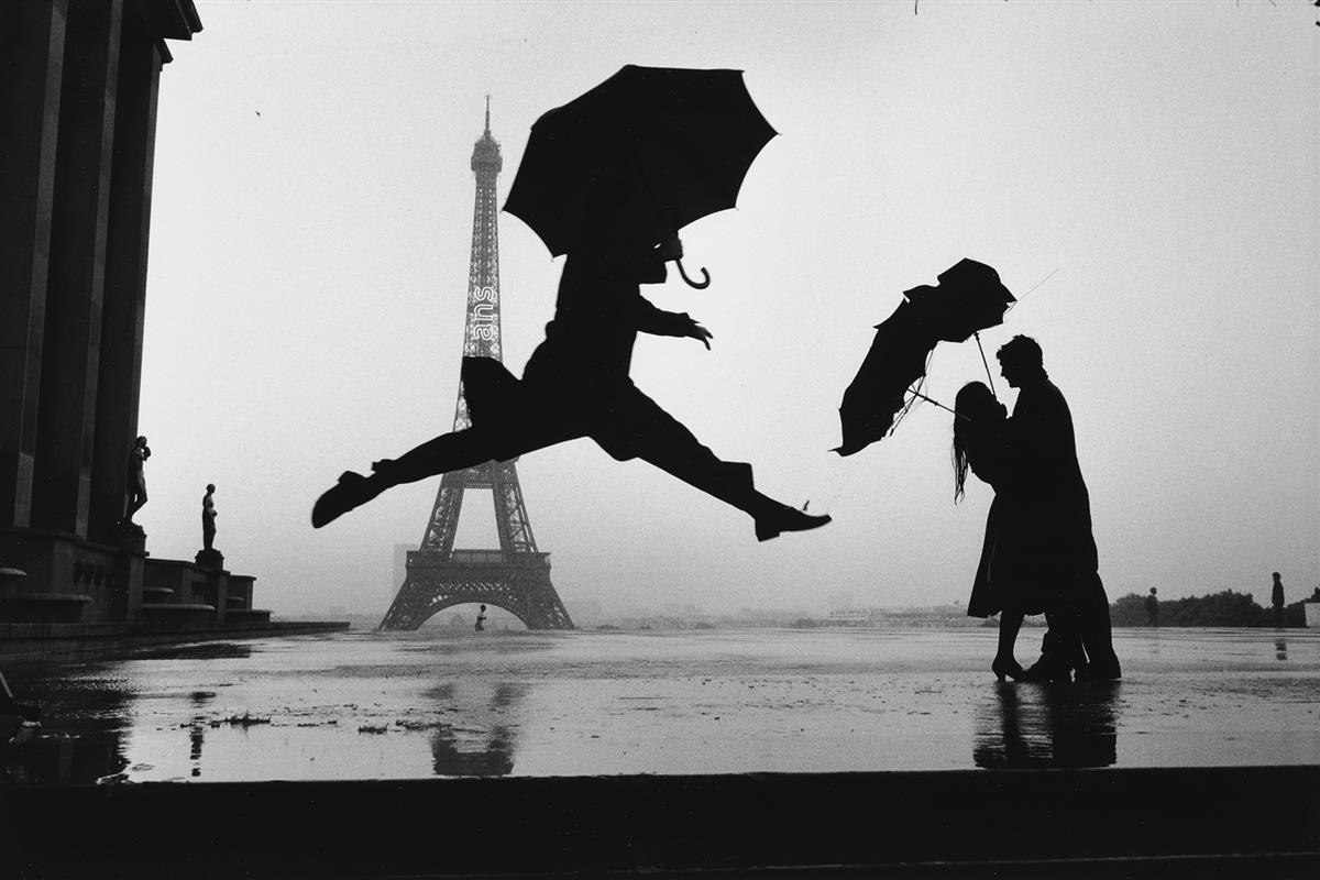 ELLIOT ERWITT (1928- ) Umbrella Jump, Paris, France.