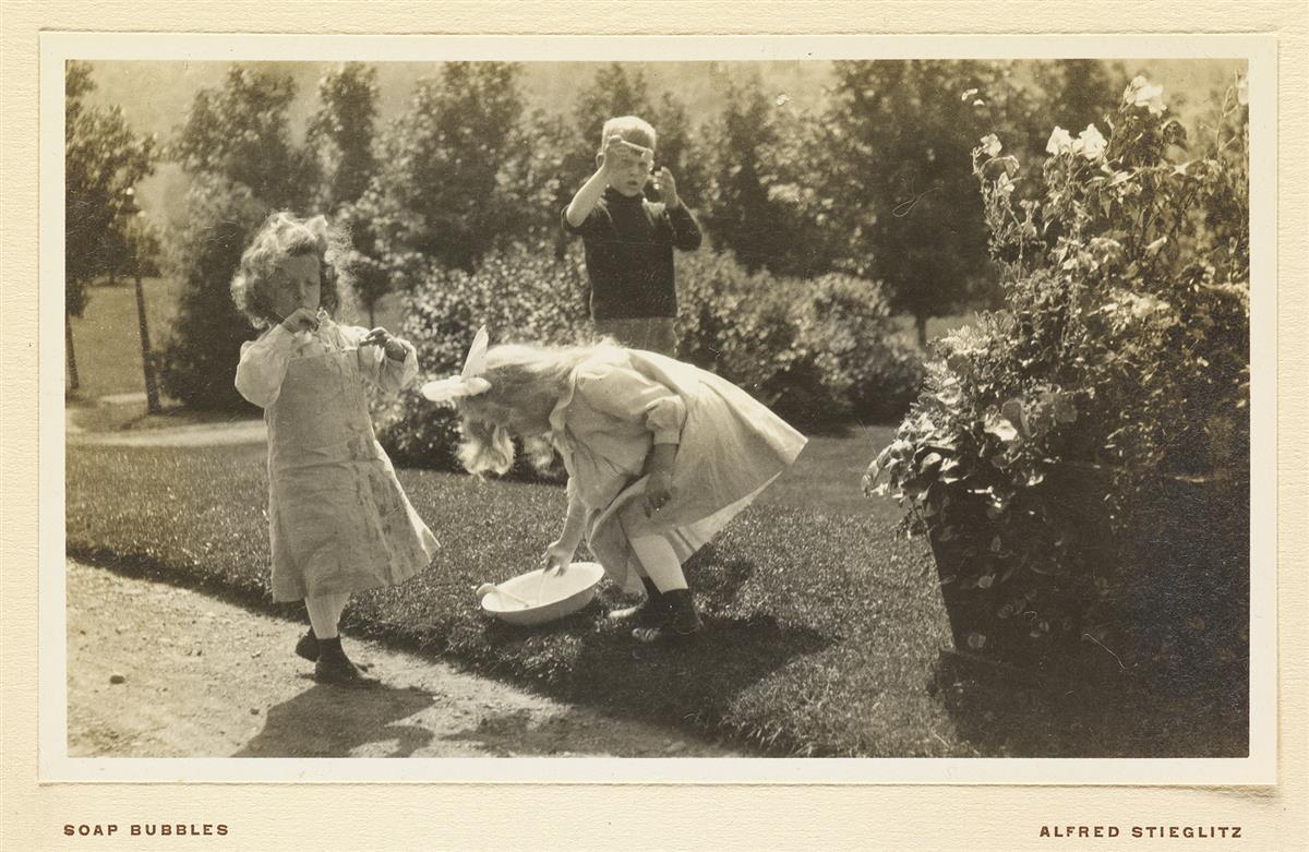(ALFRED-STIEGLITZ)-Souvenir-Kodak-Competition-1905