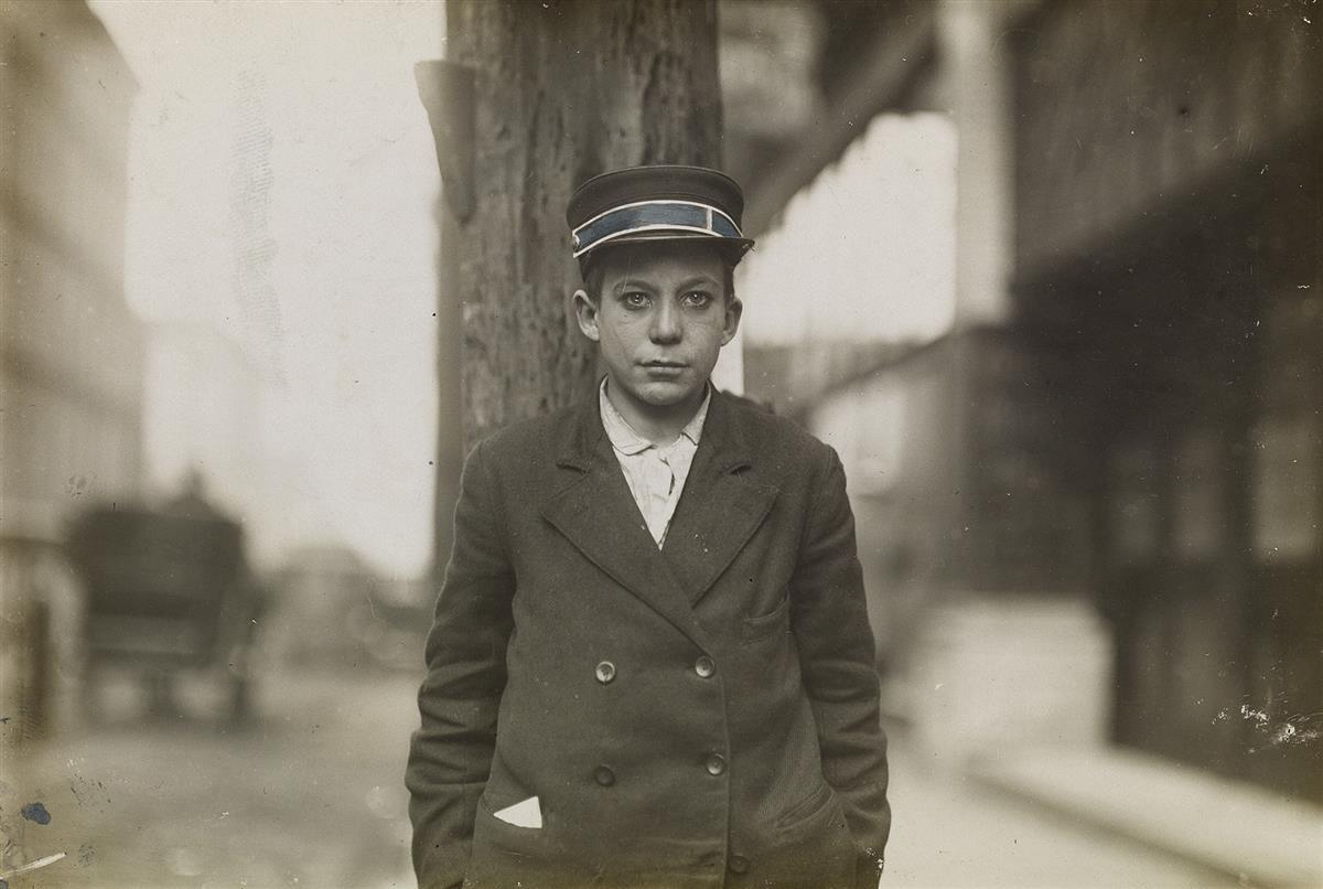 LEWIS-W-HINE-(1874-1940)-A-Western-Union-Messenger-Nashville