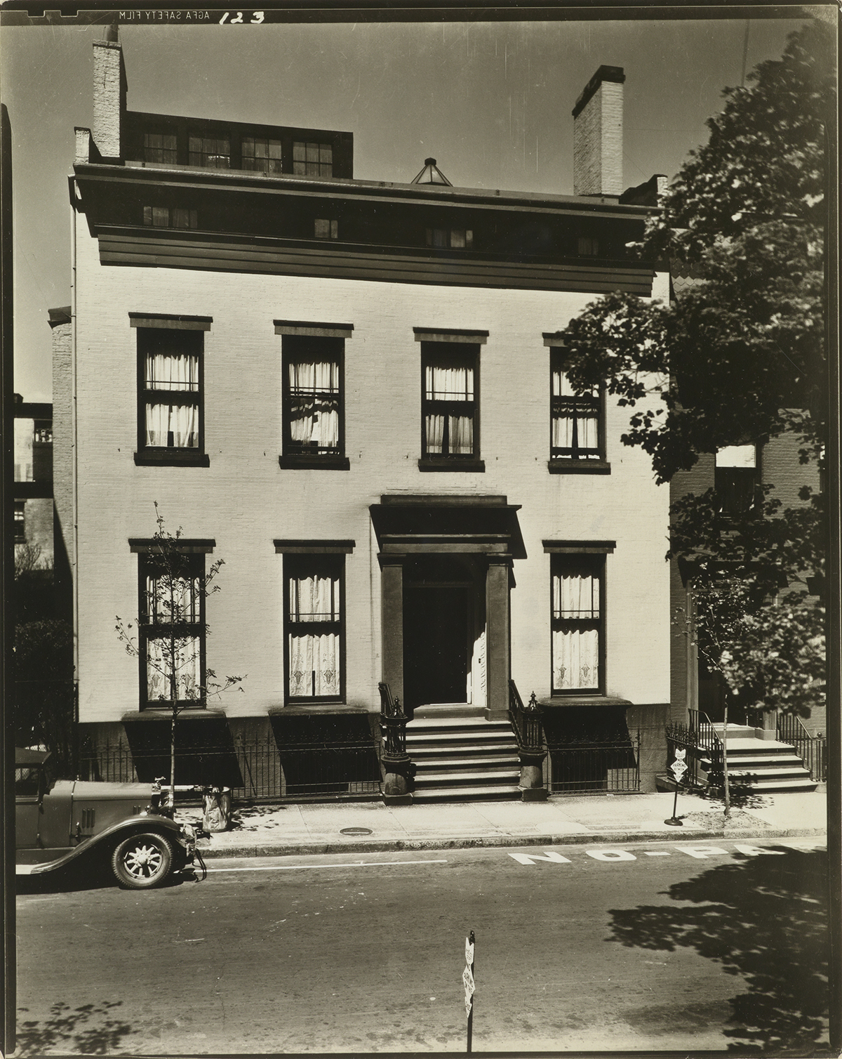 BERENICE ABBOTT (1898-1991) Group of 11 photographs of New York City boroughs from Abbotts iconic Changing New York series.