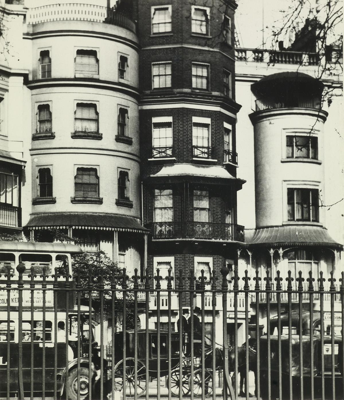 BILL-BRANDT-(1904-1983)-Park-Lane-(Mayfair-London)